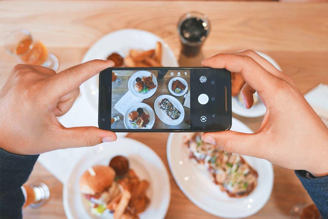 Фотографувати їжу